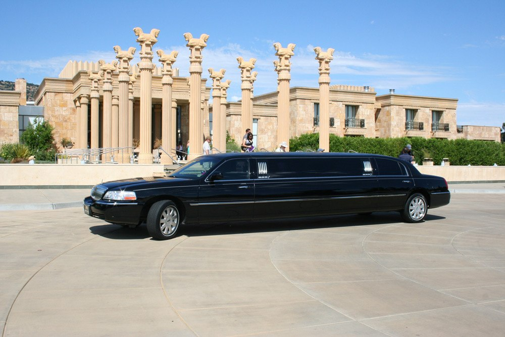 Lincoln Town Car 100 Inch Stretch Limo Apex Transportation And Tours